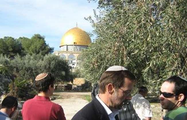 Israeli MK Moshe Feiglin visiting Temple Mount, Jerusalem, 20.4.2014 (The Temple Mount Faithful)