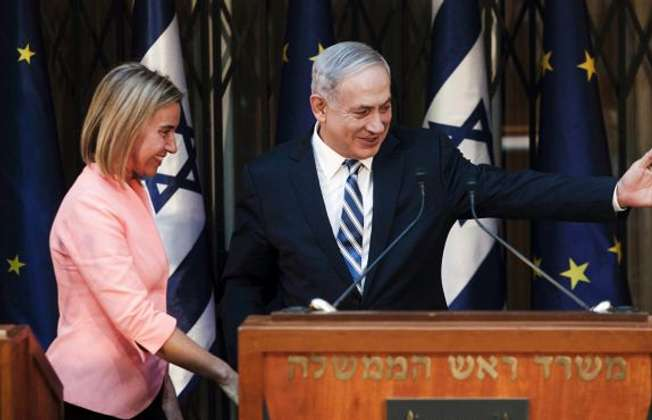 نتنياهو مع وزيرة خارجية الاتحاد الاوروبي موغيرني (تصوير رويترز)