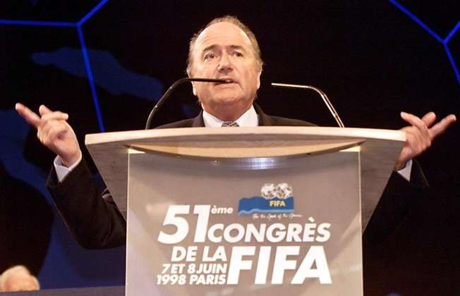 Sepp Blatter addresses delegates during the 51st FIFA congress in Paris, on June 8, 1998, shortly before being elected as the new president of the int'l football's governing body (Thomas Coex (AFP/File))