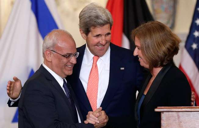 US Secretary of State John Kerry (centre) watches as Palestinian chief negotiator Saeb Erekat (left) shakes hands with Israeli Justice Minister Tzipi Livni during a press conference in Washington, on July 30, 2013 (Win Mcnamee (Getty/AFP/File))