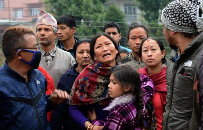 A Nepalese resident mourns the death of a relative following an earthquake in Kathmandu on April 26, 2015 ( Prakash Mathema (AFP) )