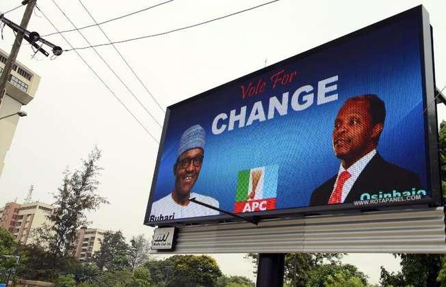 Affiche électronique de la campagne du candidat présidentiel de l'opposition Mohammadu Buhari, le 24 février 2015 à Lagos, la capitale économique du Nigeria (Pius Utomi Ekpei (AFP))