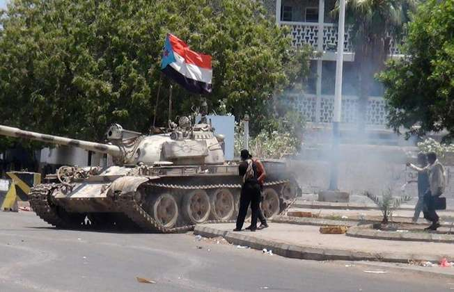 A tank bearing the flag of southern Yemeni seperatist movement, which was confiscated from a military depot, is driven on a street in the southern city of Aden on March 27, 2015 (Saleh Al-Obeidi (AFP))