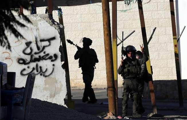 جنود اسرائيليون عند مدخل مستوطنة بيت ايل قرب رام الله (عباس مومنة (ا ف ب))