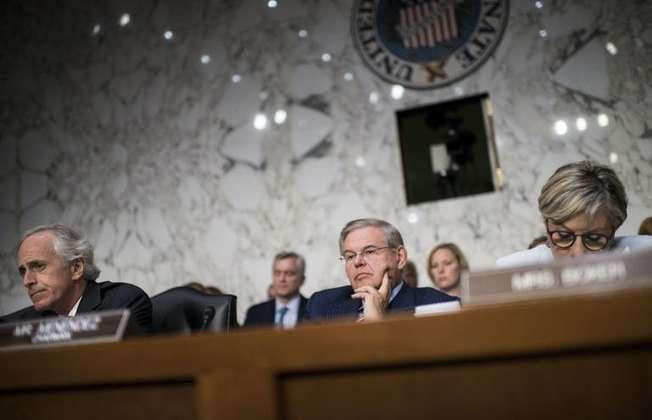 Senator Bob Corker and Senator Robert Menendez listen during a hearing on Capitol Hill, September 3, 2013 in Washington (Brendan Smialowski (AFP))