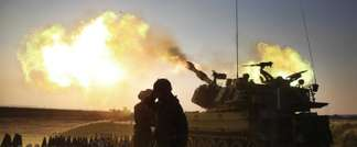 sraeli soldiers fire cannons towards the Gaza Strip from their position near Israel's border with the coastal Palestinian enclave, on July 21, 2014. (AFP/Menachem Kahana)