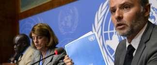Le responsable de l'information pour le Bureau du Haut Commissaire aux droits de l'homme, Rolando Gomez, présente le rapport de la Commission d'enquête sur le conflit de Gaza de 2014 aux côtés de la présidente de la Commission Mary McGowan Davis, au centr (AFP)