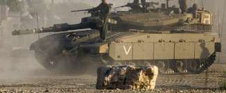 Israeli soldiers stand on their Merkava tank on July 17, 2014 at an army deployment area near Israel's border with the Gaza Strip (Jack Guez (AFP))