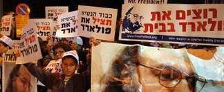 Israeli protesters hold up pictures of convicted spy Jonathan Pollard as they call for his release during a rally in Jerusalem, on March 19, 2013 (Gali Tibbon (AFP/File))