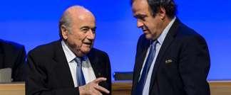 Les présidents de la Fifa Joseph Blatter et de l'UEFA Michel Platini, le 11 juin 2014 à Sao Paulo (Fabrice Coffrini (AFP/Archives))