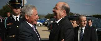 US Secretary of Defense Chuck Hagel (L) welcomes Israeli Defense Moshe Ya'alon (R) at the Pentagon in Arlington, Virginia October 21, 2014. (Alex Wong/Getty Images/AFP)