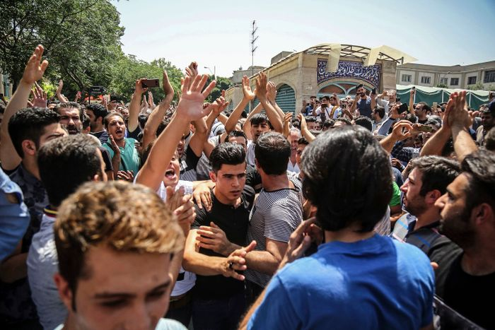 Iran's Rial Tumbles Ahead of US Sanctions, Dozens Arrested