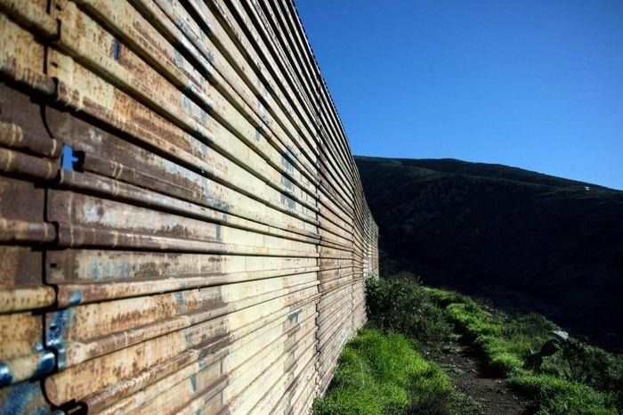 Mur de Trump : le président américain ne lâche rien