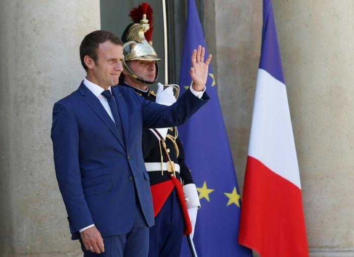Sondage : la popularité d'Emmanuel Macron et d'Édouard Philippe en baisse en juillet