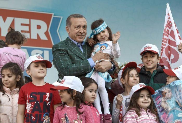 Le Premier ministre revendique la victoire du oui au référendum — Turquie