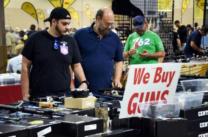 Le tireur de Floride s'est rendu dans des magasins après avoir tué