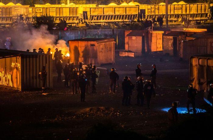 Le camp de migrants de Grande-Synthe entièrement vidé après l'incendie