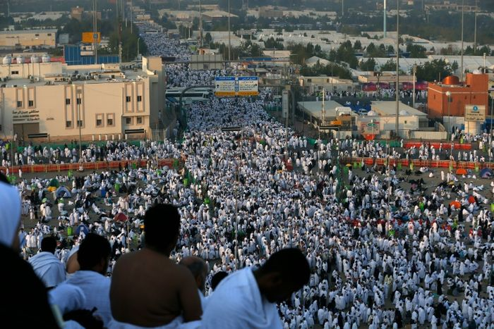 Pilgrims perform final hajj rites in Saudi Arabia