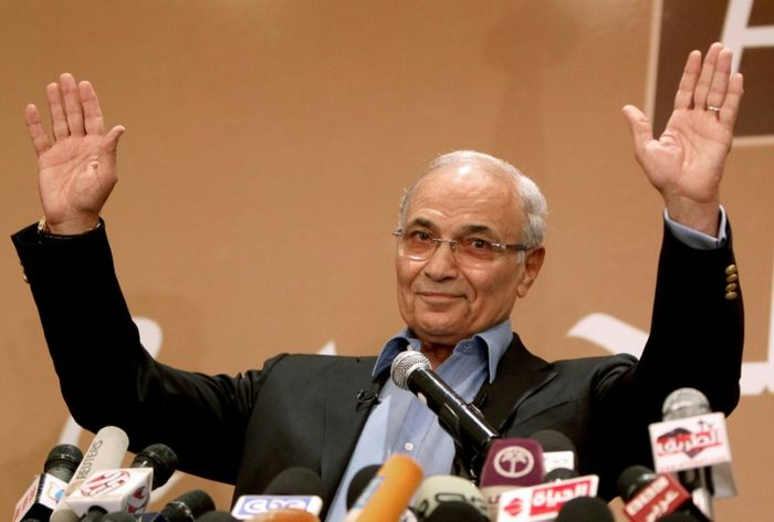 Presidential hopeful Shafiq 'detained' in Cairo after UAE deportation