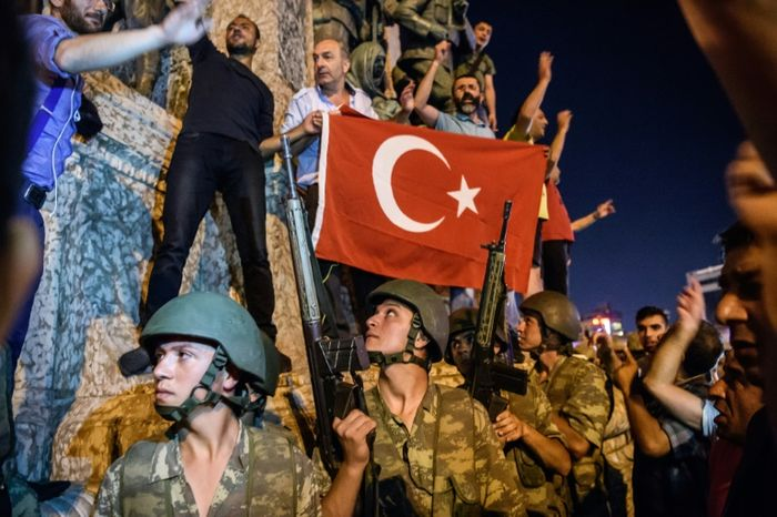 Turks commemorate 1 year since failed coup with huge march