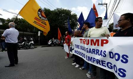 Brazilian trade union members protest US President Donald Trump's plan to impose a 25 percent tariff on imported steel ( Miguel SCHINCARIOL (AFP/File) )