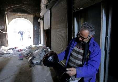 محمد نور ميمي في محله لبيع الالات الموسيقية