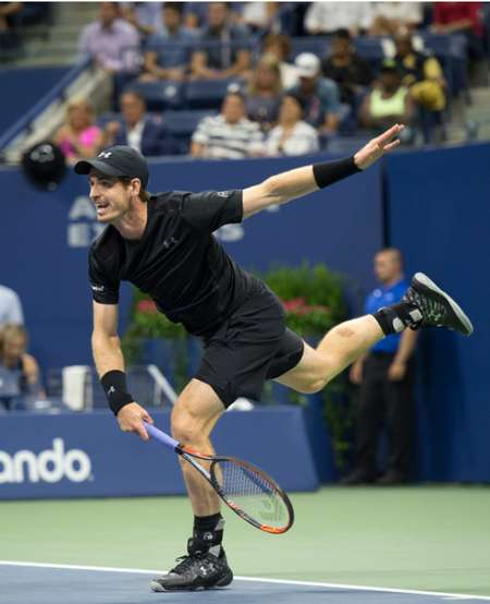 Andy Murray produced a dominant service performance in a 6-3, 6-2, 6-2 victory over Czech Lukas Rosol ( Don Emmert (AFP) )