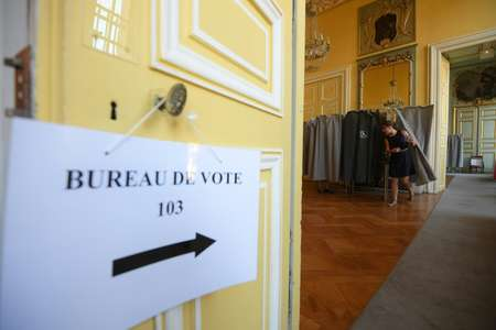 French voters have traditionally rallied behind their new leader in the legislative elections that follow the presidential ballot ( Patrick HERTZOG (AFP) )