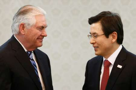 US Secretary of State Rex Tillerson (left) speaks with acting South Korean President and Prime Minister Hwang Kyo-Ahn in Seoul on March 17, 2017 ( JEON HEON-KYUN (POOL/AFP) )