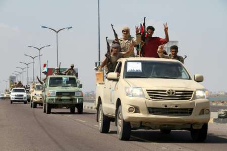 Yemeni fighters from the separatist Southern Movement, loyal to the government forces, arrive for a rally on October 13, 2016, in the southern city of Aden ( Saleh al-Obeidi (AFP/File) )
