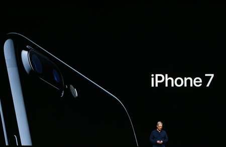 Le patron d'Apple Tim Cook, le 7 septembre 2016 à San Francisco ( Josh Edelson (AFP) )