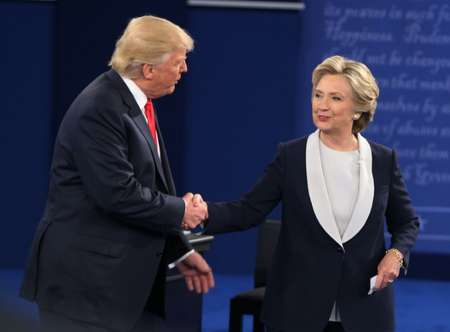 Donald Trump (g) et Hillary Clinton, le 10 octobre 2016 à St Louis dans le Missouri ( Tasos Katopodis (AFP/Archives) )