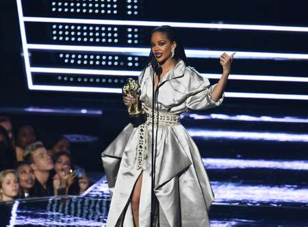 MTV presented its Video Vanguard Award to Rihanna, in recognition to her contributions to pop culture ( Jewel Samad (AFP) )