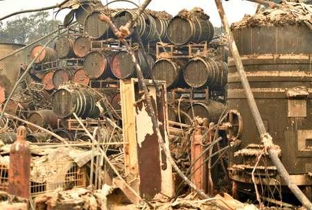 Des tonneaux de vins détruits par un violent incendie à l'exploitation viticole de Paradise Ridge, le 10 octobre à Santa Rosa, en Californie ( JOSH EDELSON (AFP) )
