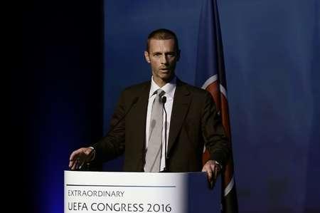 السلوفيني الكسندر تشيفيرين يتحدث في اثينا قبل انتخابه