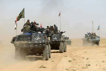 Iraqi forces deploy on October 17, 2016 in the area of al-Shura, some 45 kms south of Mosul ( Ahmad al-Rubaye (AFP) )