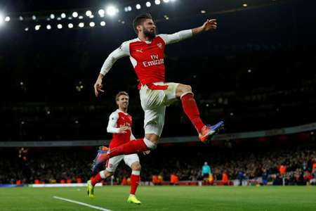 Arsenal striker Olivier Giroud celebrates after scoring the opening goal of the football match between Arsenal and West Bromwich Albion at the Emirates Stadium on December 26, 2016 ( Ian Kington (AFP) )