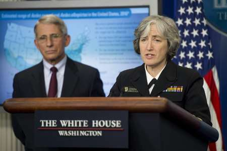 Dr. Anne Schuchat, Principal Deputy Director of the Centers for Disease Control and Prevention, and Dr. Anthony Fauci, Director of National Institutes of Health, speak about the Zika virus at the White House on April 11, 2016 ( Saul Loeb (AFP) )