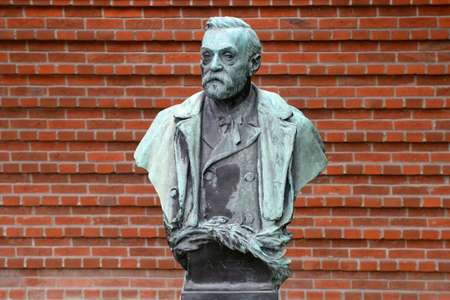 A statue of Swedish inventor Alfred Nobel, who founded the Nobel Prize, at the Karolinska Institute in Stockholm on October 06, 2014 ( Jonathan Nackstrand (AFP/File) )