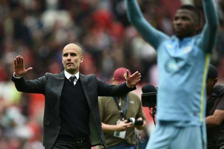 Manchester City manager Pep Guardiola and his players celebrate after the English Premier League match against Manchester United at Old Trafford in Manchester, north-west England, on September 10, 2016 ( Oli Scarff (AFP) )