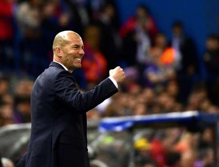 Real Madrid's coach Zinedine Zidane gestures on the sideline during their UEFA Champions League semi final second leg football match against Atletico de Madrid in Madrid, on May 10, 2017 ( PIERRE-PHILIPPE MARCOU (AFP) )