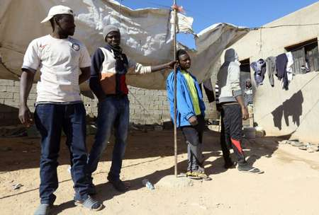 African migrants stand under the sun at a shelter in the town of Bani Walid, on the edge of the desert southeast of the Libyan capital Tripoli ( Mahmud TURKIA (AFP) )