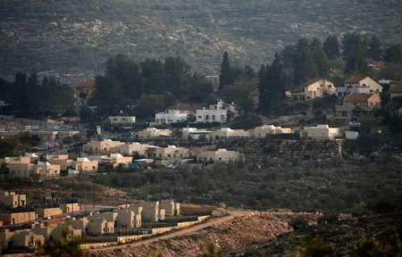 بلدة عنبتا وتبدو فيها مستوطنة عيناف