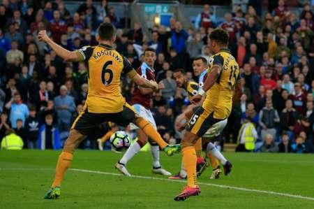 Le défenseur d'Arsenal aurent Koscielny a offert la victoire à son équipe sur le terrain de Burnley, le 2 octobre 2016 ( Lindsey PARNABY (AFP) )