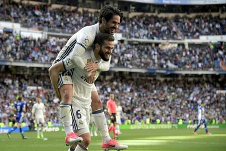 Real Madrid's defender Nacho Fernandez celebrates a goal with midfielder Isco during a Spanish league football match against Deportivo Alaves at the Santiago Bernabeu stadium in Madrid on April 2, 2017 ( JAVIER SORIANO (AFP) )