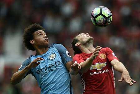 Manchester City's Leroy Sane (L) fights for the ball with Manchester United's Daley Blind during their English Premier League match, at Old Trafford, on September 10, 2016 ( Oli Scarff (AFP) )