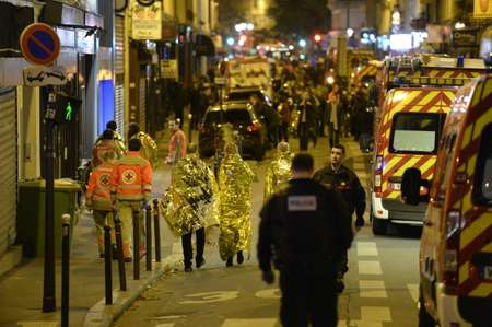 People are evacuated through rue Oberkampf near the Bataclan concert hall in central Paris, early on November 14, 2015 ( Miguel Medina (AFP/File) )