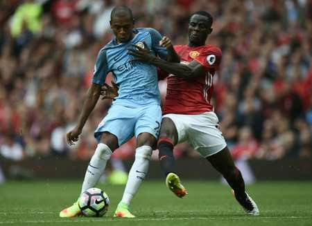 Manchester City's Fernandinho (L) fights for the ball with Manchester United's Eric Bailly during their English Premier League match, at Old Trafford, on September 10, 2016 ( Oli Scarff (AFP) )