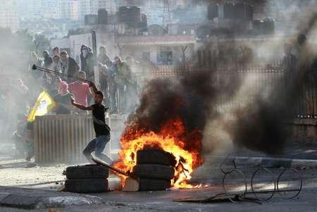 The Latest: Israel sets age limit on Jerusalem holy site