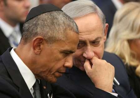 Israeli Prime Minister Benjamin Netanyahu (R) talks with US President Barack Obama at the Mount Herzl national cemetery in Jerusalem during the funeral of former Israeli president Shimon Peres on September 30, 2016 ( Menahem Kahana (Pool/AFP) )